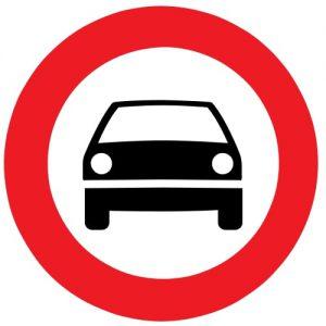 ceļa zīme Nr. 303 Mehāniskajiem transportlīdzekļiem braukt aizliegts
