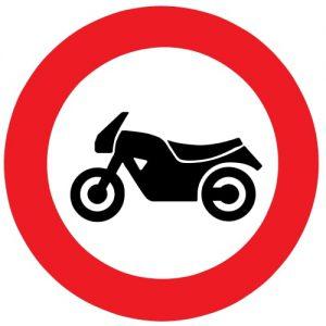 ceļa zīme Nr. 304 Motocikliem braukt aizliegts