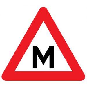 Mācību transportlīdzeklis - transportlīdzekļu pazīšanas zīme
