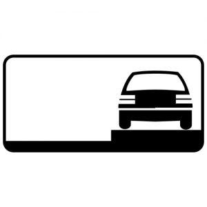 Ceļa zīme - Nr. 831 Transportlīdzekļa novietojuma veids stāvvietā