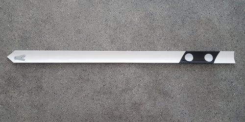 Signālstabiņš ar baltu uzlīmi