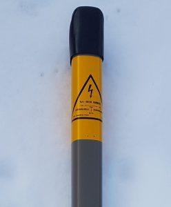 Brīdinājuma stabiņš elektrolīnijām un gāzesvadiem