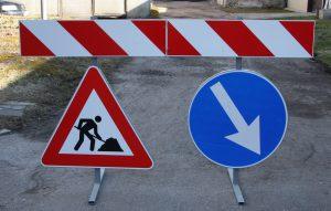 Ceļa zīmes statīvs - turētājs