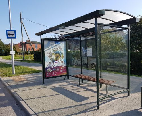 Autobusu pieturvietu nojume ar stiklu un gaismas kasti - paviljons