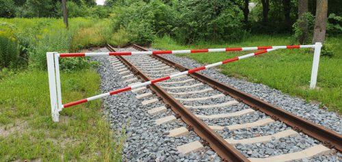 Dzelzceļa aizsargbarjera